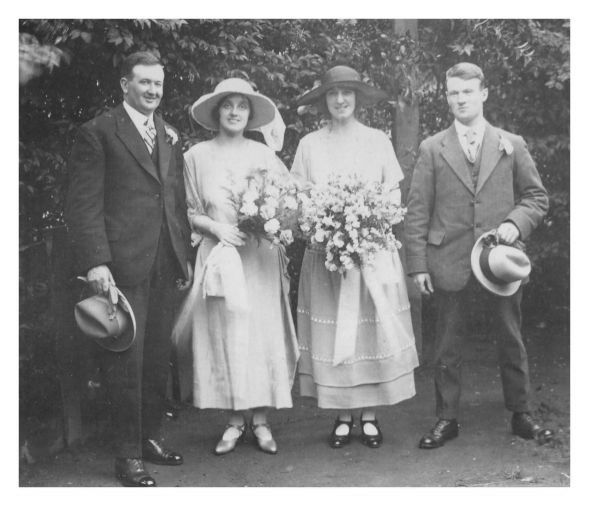 1920 1930 wedding fashion history photos weddings dress groups 1920s wedding photos junglespirit Images