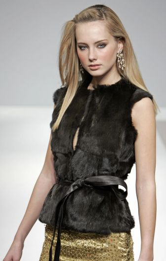 Index of /images/2006_7_trends_fall/fur gilets