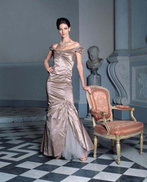 fashion trends formal gown long evening party dresses autumn 2006 winter 2007. Black Bedroom Furniture Sets. Home Design Ideas