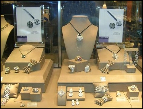 http://www.fashion-era.com/images/2007_8_trends_autmn_wint/accessories_jewellery/circles.jpg