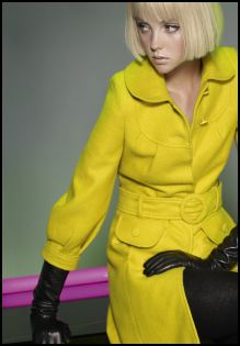 Dorothy Perkins - Yellow belted coat £60/€95, Black long leather gloves £20/€30. This belted wool coat in ochre makes a striking impact when worn with long black leather gloves