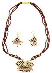 Necklace collar pendant  from west Rajasthan. This has been made maade made using the traditional Indian lac jewellery technique.