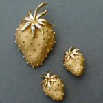 Fashion-era picture of starwberry gold costume jewellery pieces from Glitterbug