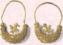 Picture of Greek hoop earrings in gold. Costume and fashion history of jewelry. & Vintage Jewellery History