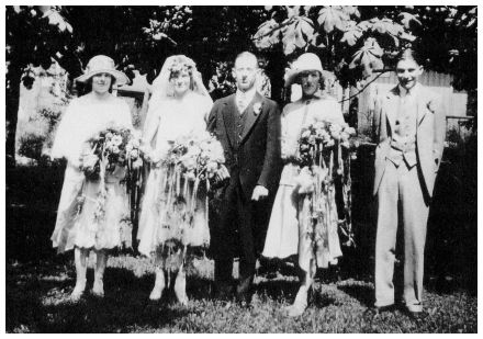 Fashion-era fashion history old weddings - The old wedding photo is of Charles White and Ella Simister. Their marriage took place in the USA on June 9, 1926.