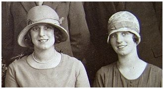 Fashion history on fashion-era - old wedding photo with Cloche Hats 1926 - 1929