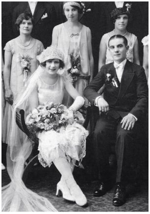 Fashion History - Old Wedding Photos - 1927 - Seated Brides of the 1920s and 1930s