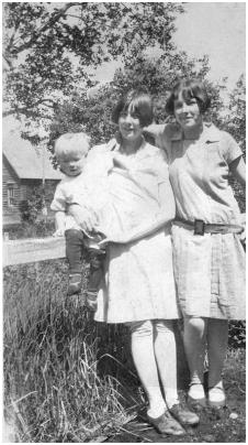 Old 1926 photo of Lois Post, Lee Post and Margaret Lynch