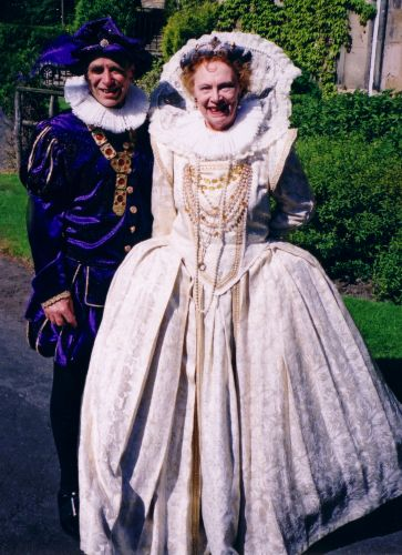 Elizabeth 1 At The Picture Of Henry Viii Elizabethan And Tudor Themed Fancy Dress