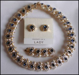 526ae0436 Propert of a Lady choker necklace with extender for lengthening and earrings  in Swarovski crystal.