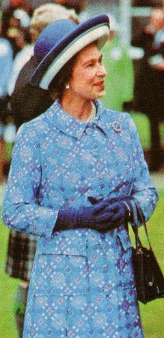 Queen Elizabeth Ii S Clothes 1 Fashion History Costume