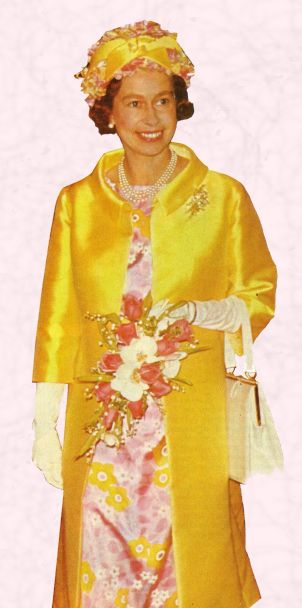 Queen Elizabeth Ii S Clothes 1 Fashion History Costume